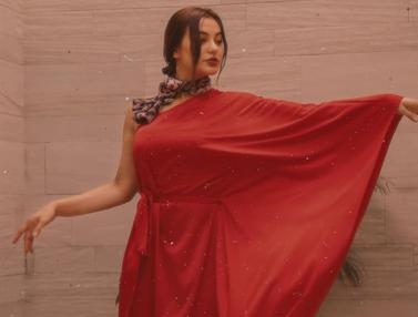 FOTO: Gaya Nora Alexandra saat Pakai Outfit Merah, Auranya Kian Terpancar