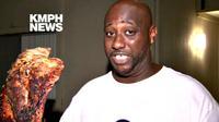 Selain menyelamatkan anak-anaknya, seorang kembali ke dalam apartemen untuk menyelamatkan daging panggang yang sedang dimasaknya.