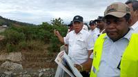 Menteri Pekerjaan Umum dan Perumahan Rakyat (PUPR) Basuki Hadimuljono mengunjungi lokasi banjir bandang Sentani di Kampung Doyo Baru, Papua. Liputan6.com/Maulandy