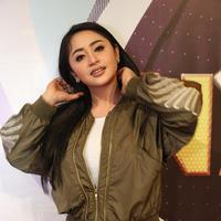 Dewi Perssik pun telah mengumpulkan sejumlah bukti termasuk CCTV terkait dirinya masuk jalur busway karena hal mendesak dan sudah mendapat izin. (Bambang E. Ros/Bintang.com)