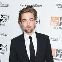 Penampilan Robert Pattinso di film ini membuat dirinya 'jijik' sendiri. (Via: Jamie McCarthy/Getty Images)