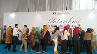 Bank Indonesia (BI) dan Otoritas Jasa Keuangan (OJK) menggelar acara halal bihalal bersama di Menara Radius Prawiro, Komplek Gedung BI, Jakarta, Jumat (22/6/2018). (Dwi Aditya Putra/Merdeka.com)
