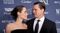 Angelina Jolie dan Brad Pitt pun memutuskan untuk menikah diam-diam di Perancis usai 9 tahun pacaran. (DIMITRIOS KAMBOURIS  GETTY IMAGES NORTH AMERICA  AFP)