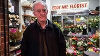 Penjual bunga di lokasi penembakan pria bersenjata gunting. (ABC)