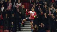 Southampton menang 2-1 atas tamunya Inter Milan pada laga Grup K Liga Europa di Stadion St Mary's, Jumat (4/11/2016) dini hari WIB. Virgil Van Dijk mencetak satu gol Southampton. (AFP/Glyn Kirk)
