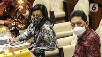Menteri Keuangan Sri Mulyani (tengah) saat rapat kerja dengan Komisi XI DPR di Kompleks Parlemen, Senayan, Jakarta, Senin (24/8/2020). Rapat di antaranya membahas perkembangan anggaran program Pemulihan Ekonomi Nasional (PEN). (Liputan6.com/Johan Tallo)