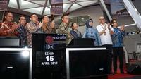 Peluncuran KIK DINFRA di BEI oleh Menteri BUMN, Rini M. Soemarno dan disaksikan oleh jajaran deputi Kementerian BUMN, Direksi PT Jasa Marga dan PT Mandiri Manajemen Investasi.