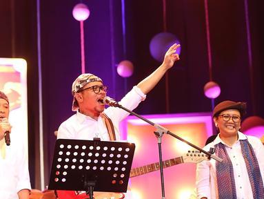 Penampilan para Menteri Kabinet Kerja Joko Widodo di Java Jazz Festival, menarik perhatian para pengunjung jazz terbesar di Indonesia. Elek Yo Band yang para personelnya pembantu presiden. (Bambang E Ros/Bintang.com)