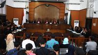 Suasana sidang dakwaan perdana dengan Terdakwa Ratna Sarumpaet di Pengadilan Negeri (PN) Jakarta Selatan, Kamis (29/2). Ratna menjalani sidang dakwaan perdana atas kasus penyebaran berita hoaks yang menyebutkan wajah lebam. (Liputan6.com/Herman Zakharia)