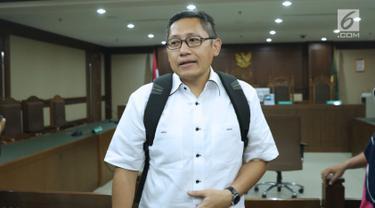 Terpidana kasus korupsi Pembangunan P3SON Hambalang, Anas Urbaningrum usai menjalani sidang lanjutan PK di Pengadilan Negeri Jakarta Pusat, Kamis (12/7). Sidang beragenda pembacaan kesimpulan pemohon Peninjauan Kembali. (Liputan6.com/Helmi Fithriansyah)