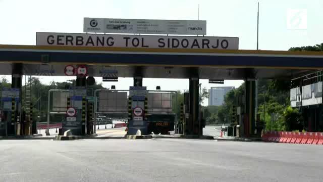 Benda yang diduga bom ditemukan petugas tol di dekat pintu masuk Tol Sidoarjo.