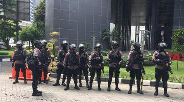 Petugas Polisi Berjaga