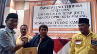 Penyerahan dokumen caleg tetap ke partai politik di Kota Malang, Jawa Timur (Liputan6.com/Zainul Arifin)