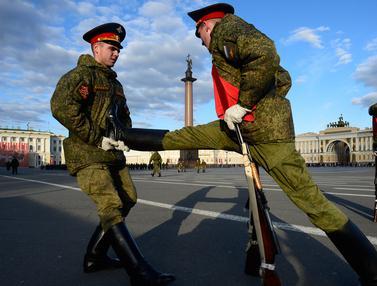 Rusia-Gelar-Latihan-Parade-Militer