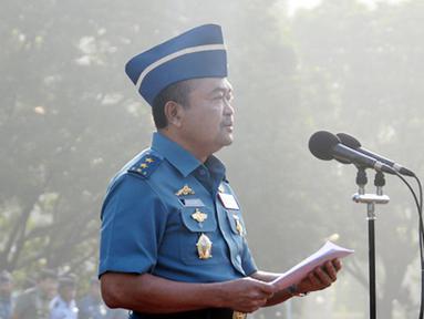 Citizen6, Jakarta: Panglima TNI Laksamana TNI Agus Suhartono selaku Inspektur Upacara memberikan amanat pada upacara Bendera Tujuh Belas. (Pengirim: Badarudin Bakri)