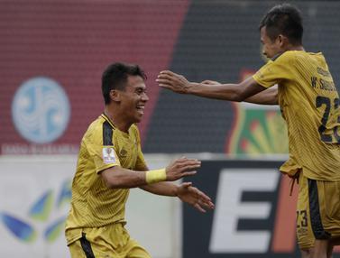 Gelandang Bhayangkara FC, Alsan Sanda, merayakan gol yang dicetaknya ke gawang PSBL Langsa. (Bola.com/Yoppy Renato)