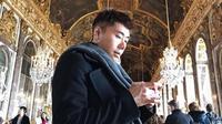 Beredar skenario partisipan variety yang dipandu Roy Kiyoshi di media sosial, acara disebut palsu. Benarkah itu? (Instagram/@roykiyoshi)