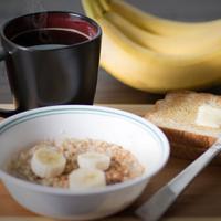 Ilustrasi sarapan olahan dari buah pisang.