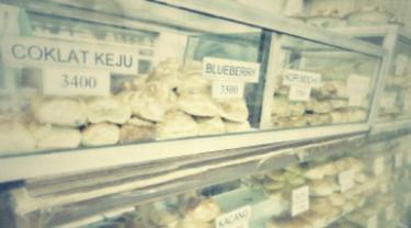 Nostalgia Roti Jadul di Toko Sidodadi