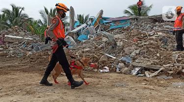 Anjing Pelacak Diterjunkan Cari Korban Gempa Mamuju  di Rumah Sakit Mitra Manakarra