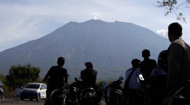 BNPB Terbangkan Drone untuk Pantau Kawah Gunung Agung