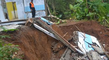 Ilustrasi - Gerakan tanah terjadi di Jatiluhur, Majenang, Cilacap dan menyebabkan lebih dari 20 rumah rusak total. (Foto: Liputan6.com/Muhamad Ridlo)