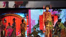 Peragaan di Plenary Hall Jakarta Convention Center diawali dengan parade kebaya oriental berkerah cheongsam, (3/9/14). (Liputan6.com/Panji Diksana)