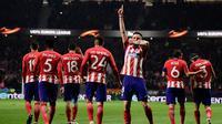 Gelandang Atletico Madrid Saul Niguez melakukan selebrasi usai membobol gawang FC Lokomotiv Moskow saat pertandingan Liga Europa leg pertama di stadion Wanda Metropolitano, Madrid (8/3). Niguez berhasil mencetak gol pada menit ke-22. (AFP/Javier Soriano)