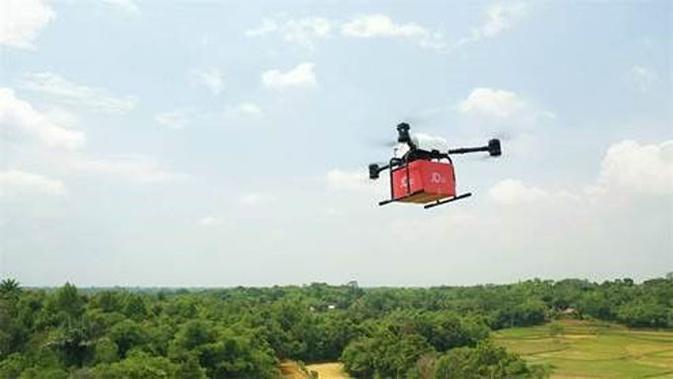 Drone milik JD.com sedang melakukan uji coba pengiriman barang. (Doc: JD.ID)