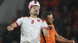 Bertindak sebagai tuan rumah, Timnas Belanda langsung tampil menekan sejak bola digulirkan. (Foto: AP/Peter Dejong)