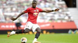 Paul Pogba - Pemain andalan Timnas Prancis ini sering membagikan momen kegiatannya di media sosial. Gelandang Manchester United itu kini mempunyai 43,1 juta pengikut di Instagramnya. (Peter Powell/Pool via AP)