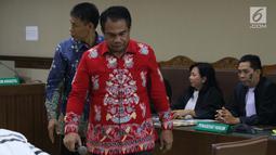 Mantan sekretaris Komisi B DPRD Kalteng. Punding Ladewiq H Bangkan saat sidang perdana pembacaan dakwaan di Pengadilan Tipikor, Jakarta, Rabu (13/3). Empat Anggota DPRD Kalteng didakwa menerima suap senilai Rp240 juta. (Liputan6.com/Helmi Fithriansyah)