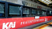PT Kereta Api Indonesia (Persero) memeriahkan peringatan Hari Ulang Tahun ke-76 Republik Indonesia (RI) Tahun 2021 dengan memasang livery khusus pada lokomotif dan kereta serta ornamen HUT RI di stasiun-stasiun mulai Minggu (1/8/2021).