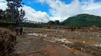 Kondisi arus Sungai Cibeurang usai diterjang banjir bandang. (Liputan6.com/ Yandhi Deslatama)