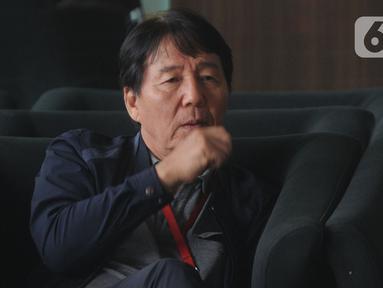General Manager Hyundai Engineering Construction, Henry Jung menunggu jalannya pemeriksaan di gedung KPK, Jakarta, Kamis (5/12/2019). Henry Jung diperiksa sebagai tersangka dugaan suap proses perizinan proyek Pembangkit Listrik Tenaga Uap (PLTU) 2 Cirebon. (merdeka.com/Dwi Narwoko)