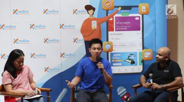 CEO dan Co-founder PT FinAccel Teknologi Indonesia Akshay Garg,  CEO dan Co-founder Moka Haryanto Tanjo, dan Head of Support OkeShop Mely Chandra saat peluncuran Transaksi offline Kredivo di Jakarta, Selasa (26/2). (Liputan6.com/Angga Yuniar)
