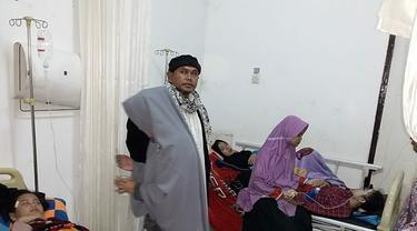 nampak para santri Bayongbong Garut korban keracunan mendapatkan penanganan medis