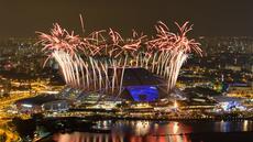 Pesta kembang api mewarnai acara penutupan SEA Games 2015 yang berlangsung di National Stadium, Singapura, Selasa (16/6) malam WIB. (Reuters)