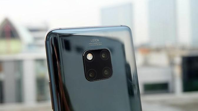 Tiga lensa kamera belakang Huawei Mate 20 Pro (Andina Librianty/Liputan6.com)