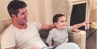 Simon Cowell dikenal sebagai sosok yang kerap memberikan kritik pedas saat menjadi juri di ajang pencarian bakat X Factor. (via Instagram/@simoncowellonline)
