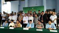 Civitas akademika Universitas Riau dan Polda Riau bersama tokoh masyarakat mendeklarasikan kampus tolak paham terorisme (Liputan6.com/M Syukur)