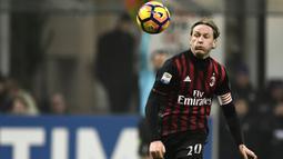 1. Ignazio Abate - Abate merupakan produk akademi AC Milan. Ia membela Rossoneri selama dua periode, yaitu pada 2003-2007 dan 2009-2019. Abate dilepas dengan status bebas transfer pada Juni 2019 dan belum bergabung dengan klub mana pun. (AFP/Miguel Medina)
