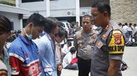 Pelajar SMA di Tangerang hendak demo ke Jakarta diamankan polisi. (Pramita Tristiawati/Liputan6.com)