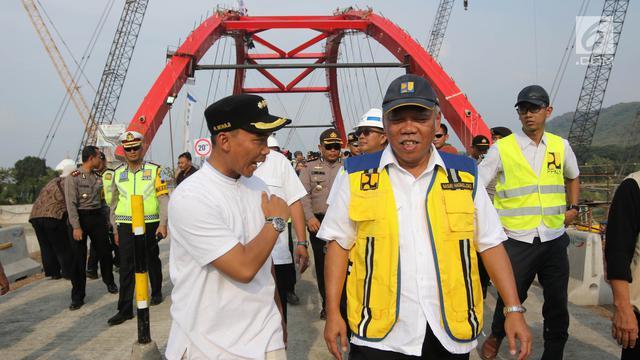 Naiki Truk, Menteri PUPR Uji Coba Jembatan Kali Kuto