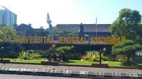 Patung Jenderal Soedirman, halaman Rektorat Unsoed, Purwokerto. (Foto: Liputan6.com/Muhamad Ridlo)