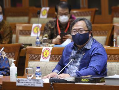 Menteri Riset dan Teknologi Bambang Brodjonegoro menghadiri  rapat kerja di ruang rapat Komisi XI DPR RI, kompleks parlemen, Jakarta, Rabu (3/2/2021). Rapat kerja ini membahas hasil riset dan inovasi dalam rangka Pengendalian Covid-19 dan membahas vaksin Merah Putih. (Liputan6.com/Angga Yuniar)