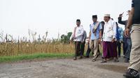 Cawapres Sandiaga Uno mengunjungi pondok pesantren Bustanul Ulum KH Abdullah Yaqien di Mlkorejo, Puger, Jawa Timur, Senin (26/11).