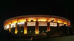 Tampak suasana malam di Stadion Olimpiyskiy, Moskow, Rusia. (Bola.com/Okie Prabhowo)
