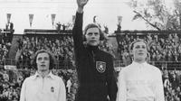 Dora Ratjen merupakan atlet perempuan yang berpartisipasi dalam Olimpiade sampai kemudian, terbukti ia sebenarnya seorang laki-laki.