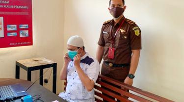 Mantan Camat Tenayan Raya, Abdimas Syahfitra yang menjadi terdakwa korupsi PMBRW.